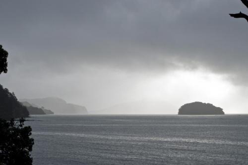 Regen kommt auf am Meer