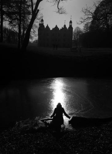 Ahrensburger Schloss am Abend im Winter