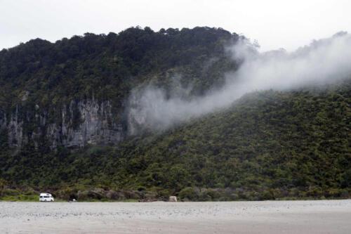 Neuseeland-Auto-Berg-Fels