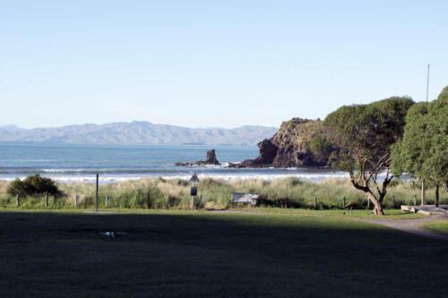Neuseeland-Meer-Parkplatz-FElsen
