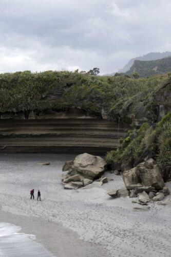Neuseeland-Meer-Strandbucht-Felsen