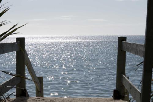Neuseeland-Meer-Zugang-Strand-Treppen-Gelaender