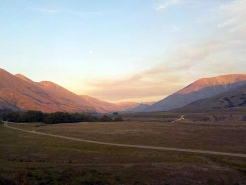 Neuseeland-Schlucht-Berge-Abendsonne-Feuer-Wolken