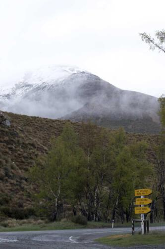 Neuseeland-Strasse-Berge-Schilder