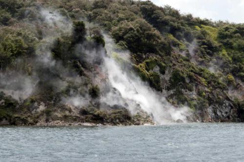 Neuseeland-Vulkansee-Dampf-Rauch